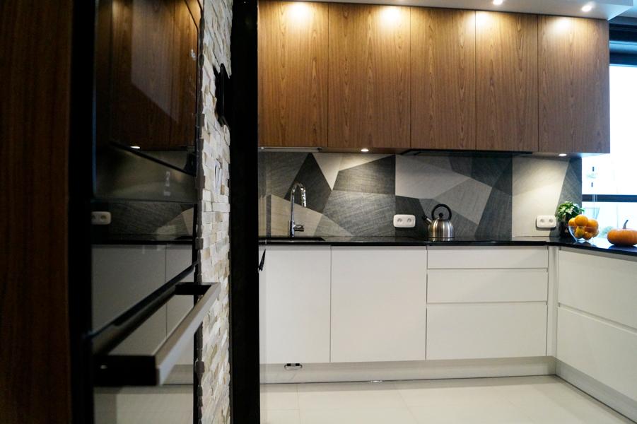 kuchnia orzech biała, SBS czarna, czarne agd